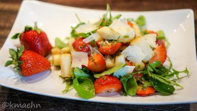 Spargel-Erdbeer-Rucola-Salat